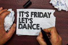 Die Begriffshandschrift, die ihm s zeigt, ist Freitag ließ s ist Tanz Geschäftsfototext Celebrate beginnend das Wochenende gehen  Lizenzfreie Stockfotografie
