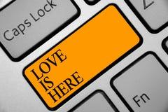 Die Begriffshandschrift, die Liebe zeigt, ist hier Geschäftsfoto, das romantisches reizendes Gefühl des Gefühls positive Ausdruck stock abbildung