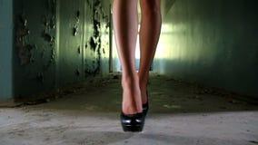 Die Beine 3 der Frau stock video