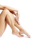 Die Beine der Frau lokalisiert auf weißem Hintergrund Lizenzfreie Stockfotografie