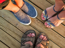 Die Beine der ganzen Familie Stockfotos