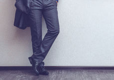 Die Beine des Geschäftsmannes Stockfoto