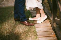 Die Beine des jungen Paares Lizenzfreie Stockbilder