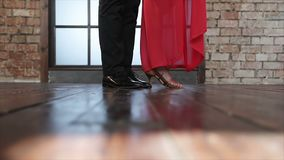 Die Beine eines Paares Tanzentangos stock footage