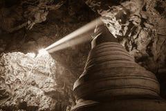 Die Beleuchtungsstelle auf dem stupa in der Höhle Stockfoto