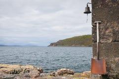 Die Bell und die Schaufel stockbild