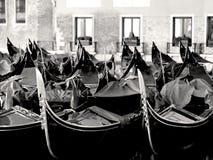 Die berühmte Gondel von Venedig in Italien lizenzfreie stockbilder