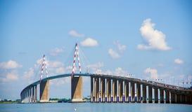 Die berühmte Saint Nazaire-Brücke stockfotos