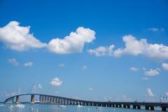 Die berühmte Saint Nazaire-Brücke stockbild