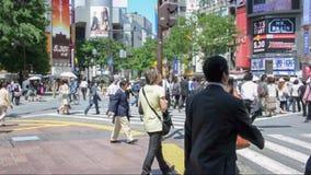 Die berühmte Shibuya-Überfahrt in Tokyo Japan stock video footage