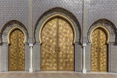 Die berühmten goldenen Türen von Palais Royale in Fez stockfotos