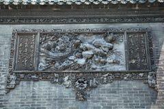 Die berühmten Touristenattraktionen in ererbtem Tempel Guangzhou-Stadt Chinas Chen auf dem Dach, Ziegelstein, Zahlen von dekorati Lizenzfreie Stockfotos