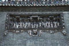 Die berühmten Touristenattraktionen in ererbtem Tempel Guangzhou-Stadt Chinas Chen auf dem Dach, Ziegelstein, Zahlen von dekorati Stockfotografie