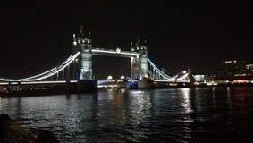 Die ber?hmte Kontrollturm-Br?cke in London, Gro?britannien lizenzfreie stockbilder