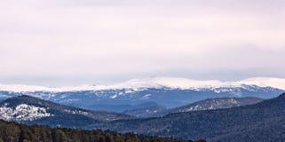 Die Berge lizenzfreie stockfotos