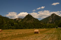 Die Berge himmel heu Lizenzfreies Stockfoto