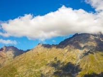 Die Berge im Georgia des Herbstes, Kazbegi stockfotos