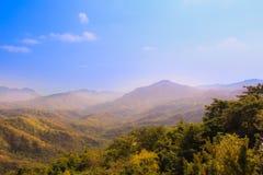 Die Berge im Nebel Lizenzfreie Stockbilder