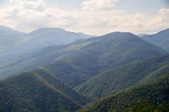Die Berge zum Himmel in Bulgarien Stockfotografie