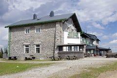Die Bergstation der Rax-Drahtseilbahn, Alpe Lizenzfreie Stockfotografie