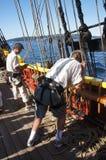 Die Besatzung stellt die Segel der Dame Washington ein lizenzfreie stockfotografie