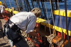 Die Besatzung stellt die Segel der Dame Washington ein stockfoto
