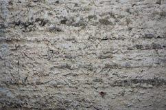 Die Beschaffenheit der alten Steinwand, unvorsichtig behandelt mit Zement morta stockbild