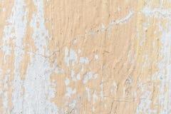 Die Beschaffenheit der vergipsten Wand und in der Pfirsichfarbe unvorsichtig teilweise gemalt lizenzfreies stockfoto