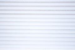 Die Beschaffenheit der Weißmetallvorhänge horizontal nahaufnahme Stockfotografie