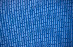 Die Beschaffenheit des Dachs, das blaues Profil aufbaut Lizenzfreie Stockbilder