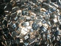 Die Beschaffenheit des glänzenden Glases, kostbare Diamantsteine, Fragmente von Bergkristallen quadrieren reines helles transpare stockbild