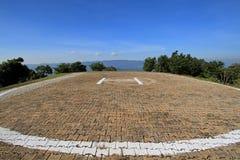 Die Beschaffenheit des Hubschrauber-Landeplatzes auf die Oberseite des Berges Stockbild