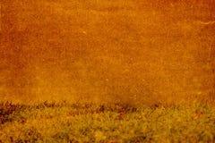 Die Beschaffenheit des Papiers auf einem Hintergrund des Grases Stockfotos