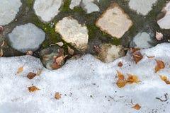 Die Beschaffenheit des Steins und des Schnees Lizenzfreie Stockfotografie