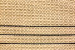 Die Beschaffenheit einer gesponnenen Wolldecke auf dem Boden, gestreift lizenzfreies stockfoto