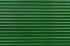 Die Beschaffenheit einer Metallrolle der verschiedenen Farben Der Hintergrund der Eisenvorhänge Schützende Rollenfensterläden für Lizenzfreie Stockbilder