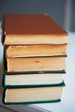 Die Beschaffenheit ist ein Stapel alte Bücher Lizenzfreies Stockbild