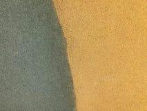 Die Beschaffenheit ist gr?n und von der weichen sch?tzenden Gummi-, Gummikrume zur Sicherheit gelb, die f?r Spielpl?tze, Training stockfotos