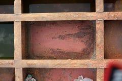 Die Beschaffenheit ist metallisch Industrieller Hintergrund von einem alten rostigen stockbild