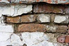 Die Beschaffenheit von Ziegelsteinen und von Gipsen, verfallen und zerstört lizenzfreies stockbild