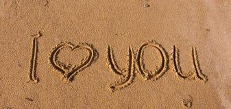 Die Beschreibung auf dem Sand - ich liebe dich Stockfotografie