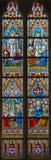 Die Besteigungs- von Jesus und von Pfingsten und Auferstehungsszene auf der Fensterscheibe in Kirche St. Jacobs Stockfotos