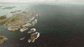 Die bewölkte Küste von Norwegen stock footage