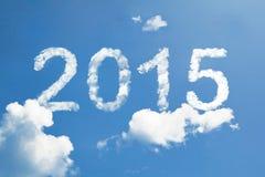 2015, die bewölkte Zahl des Jahres auf Himmel Lizenzfreie Stockfotos