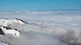 Die Bewegung einer dichten Schicht Wolken ?ber dem Boden stock footage