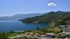 Die bezaubernde Landschaft von Lugu See Stockbilder