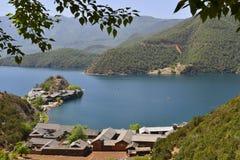 Die bezaubernde Landschaft von Lugu See Lizenzfreie Stockfotos