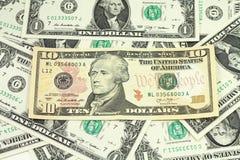 Die Bezeichnung von zehn Dollar auf einem Hintergrund Lizenzfreie Stockfotografie