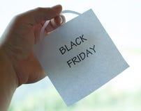 Die Black Friday-Aufschrift auf einem Blatt Papier Stockbild