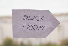 Die Black Friday-Aufschrift auf einem Blatt Papier Lizenzfreies Stockbild